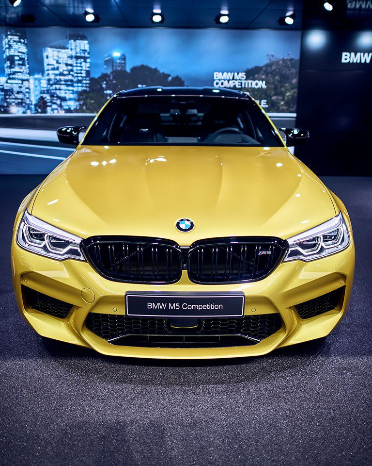 BMW M5 Competition u Austin Yellow boji