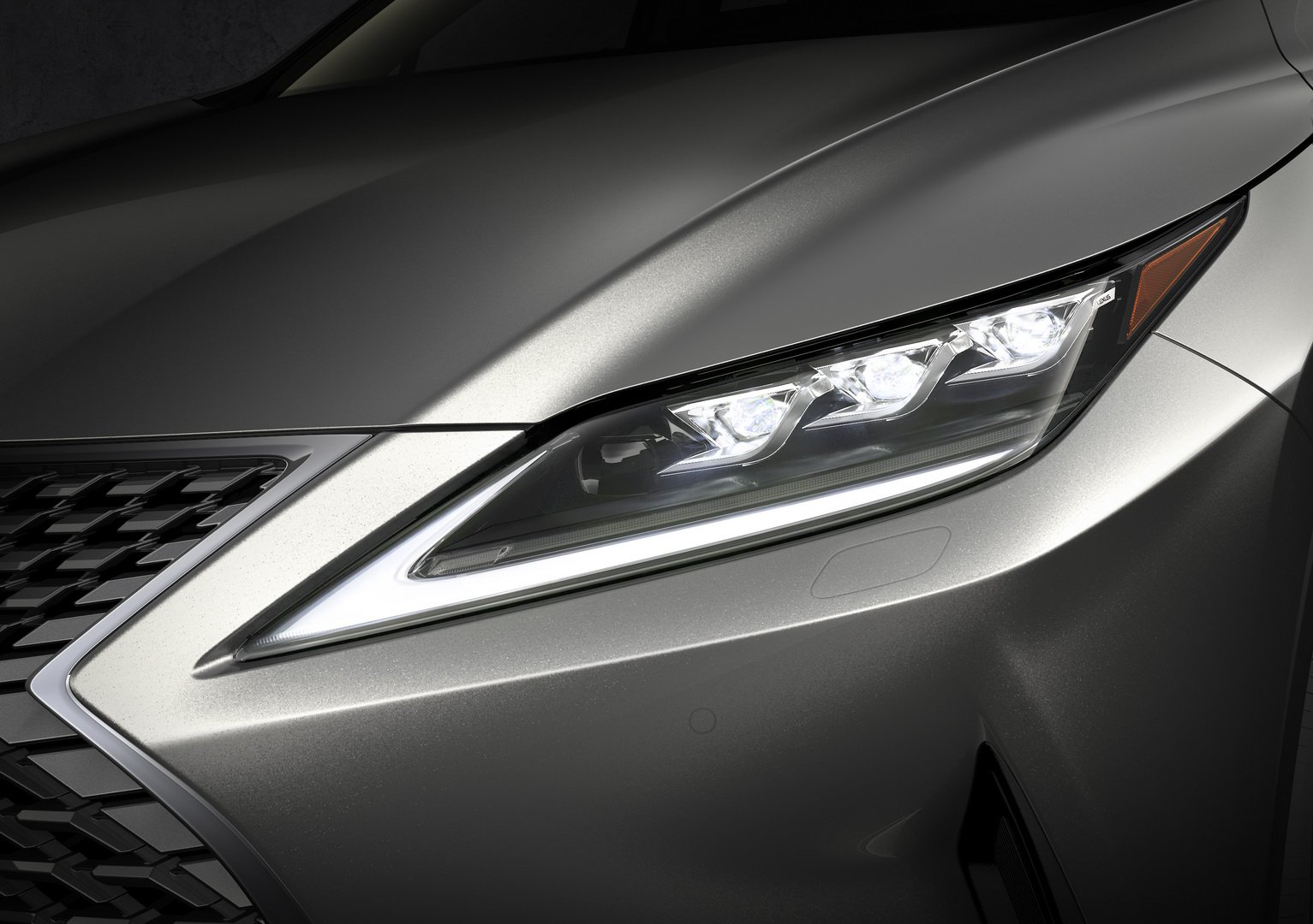 Lexus RX inovativni farovi