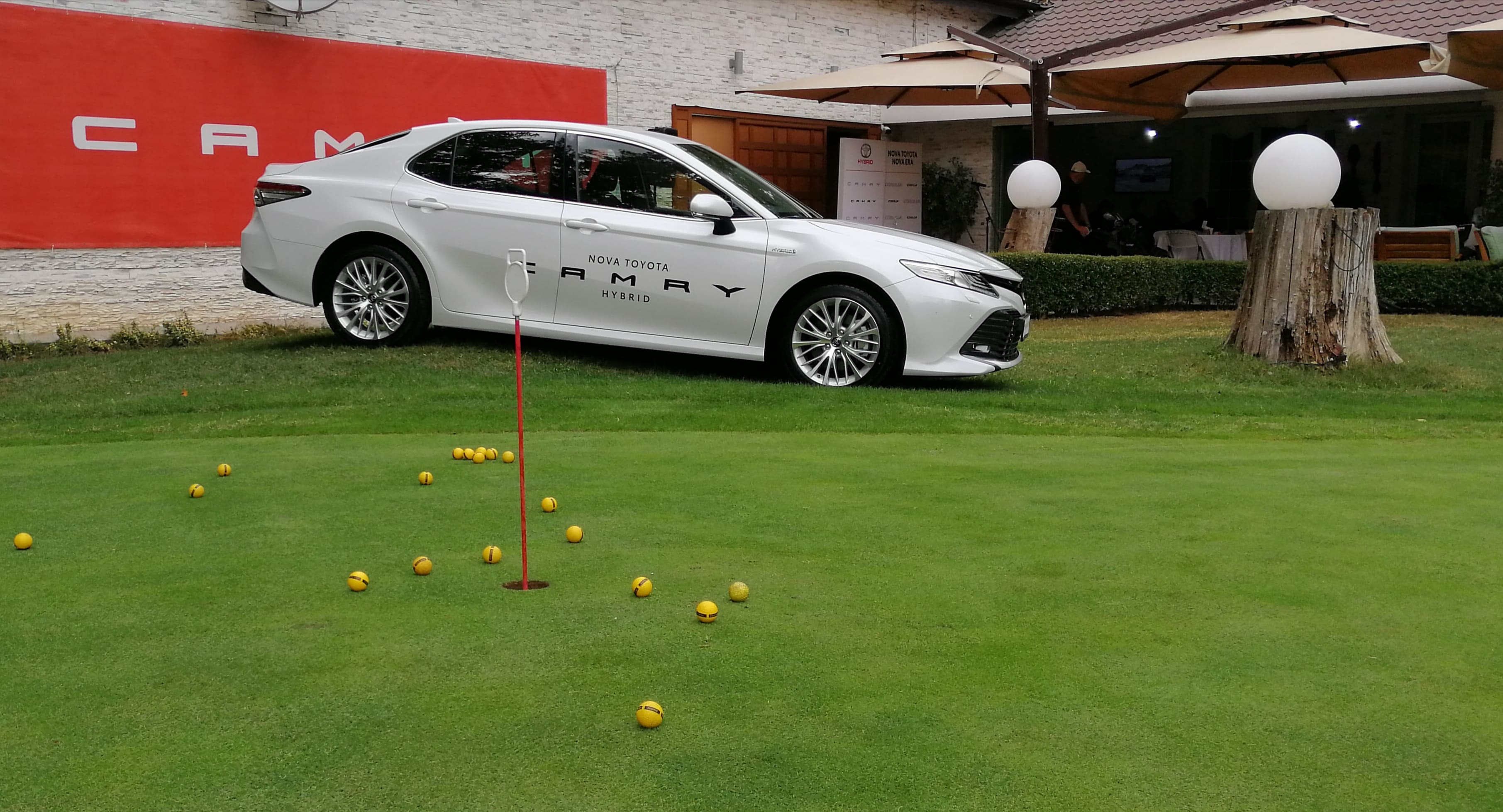 Toyota Camry - Golf klub 1